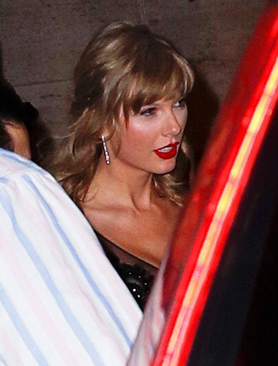 Taylor đã tranh thủ đến buổi chiếu phim khi cô đang có ngày nghỉ trong tour diễn Reputation. Ngày hôm sau (29/9), nữ ca sĩ lên đường tới Texas trình diễn.