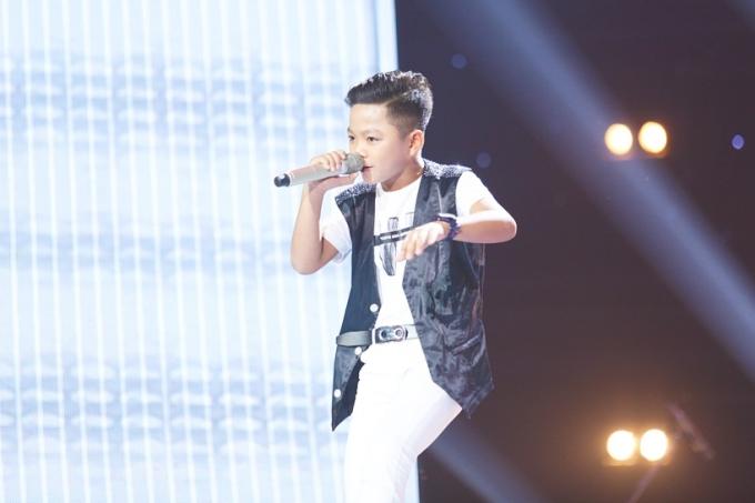 Tập 3 chương trình Giọng hát Việt nhí 2018 vừa lên sóng tối 29/9. Thí sinh Gia Bảo, 11 tuổi, đến từ Hải Phòng và thể hiện ca khúc Tâm hồn của đá. Cậu bé gây ấn tượng từ những câu hát đầu tiên.