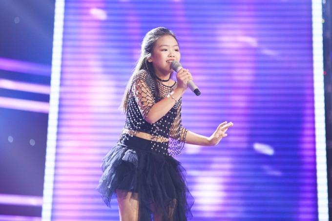 Võ Phan Mai Khôi hát ca khúc Giăng tơ - một ca khúc đòi hỏi nhiều kỹ thuật.