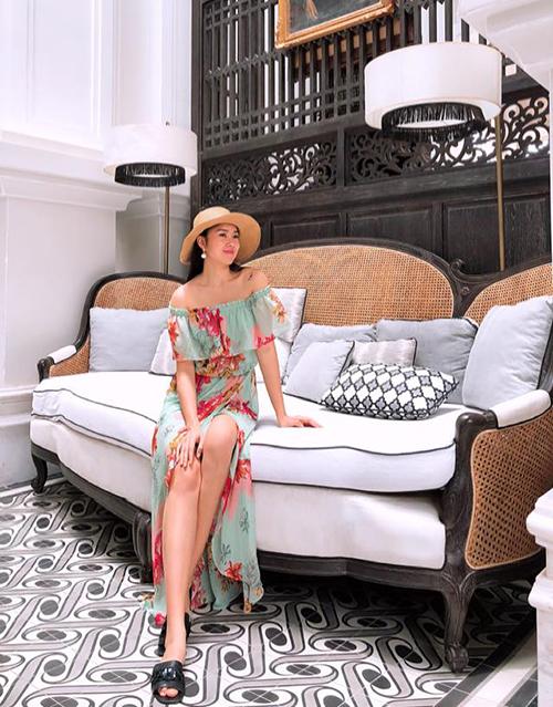 Diễn viên Lê Phương của Gạo nếp gạo tẻ cùng ông xã Trung Kiên tranh thủ nghỉ xả hơi ở một khu resort sang trọng tại đảo Phú Quốc. Đây là khu nghỉ dưỡng tiếp đón rất nhiều nghệ sĩ Việt trong thời gian qua và có tới 1.000 góc sống ảo từ trong phòng đến các công trình công cộng.