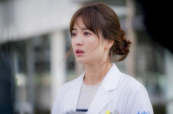 Khuôn mặt của Bác sĩ Kang trông vô cùng tự nhiên