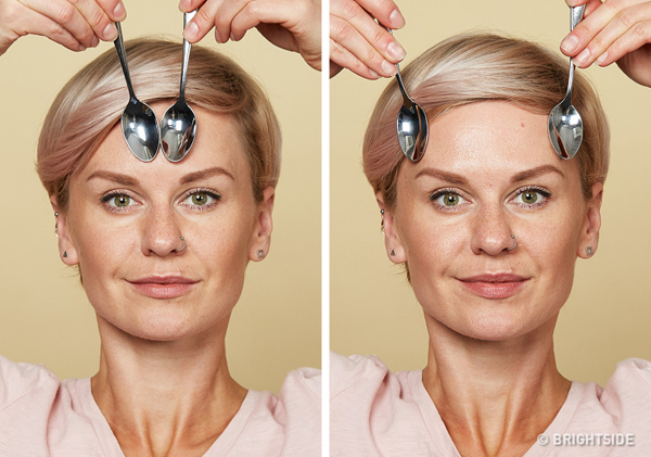 Làm mờ nếp nhăn ở trán Đặt mặt lưng của hai chiếc thìa ấm ở giữa trán, kéo nhẹ ra phía hai bên cạnh đầu. Lưu ý, không kéo căng da và không sử dụng chuyển động tròn. Lặp lại động tác 10 lần.