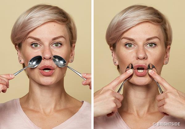 Giảm nếp nhăn khóe miệngHá miệng vừa phải, đặt mặt lưng của thìa lạnh lên vùng phía trên miệng cạnh sống mũi, kéo nhẹ thìa theo chuyển động tròn xuống phía dưới khóe miệng rồi quay ngược lại. Lặp lại động tác 5 - 7 lần.