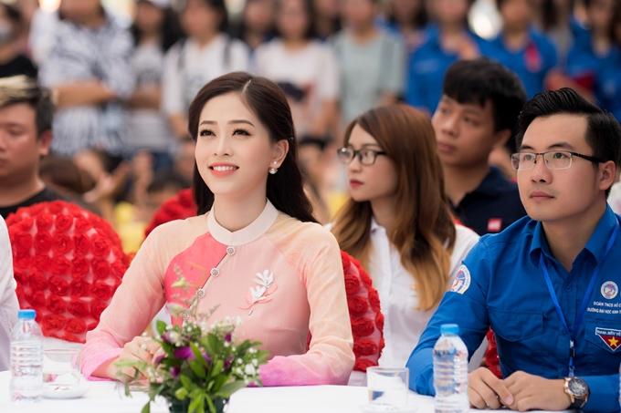 Ngày 5/10 tới, Phương Nga sẽ lên đường sang Myanmar dự thi Hoa hậu Hòa bình Quốc tế 2018. Cô nhận được sự hỗ trợ sát sao từ ban tổ chức nên khá yên tâm cho lần dự thi quốc tế đầu tiên.