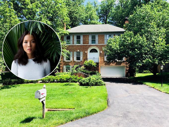 Cựu người mẫu Bằng Lăng và ông xã người Đức chuyển về sống trong căn biệt thự rộng 900m3 tại Mỹ từ năm 2013.Ngôi nhà có 5 phòng ngủ, được bao quanh bởi không gian xanh mát của cây cảnh và cây ăn quả.