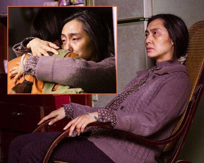 Chu Ân trong vai người phụ nữ ngoài 60 tuổi có thần thái kham khổ. Ảnh: Sina