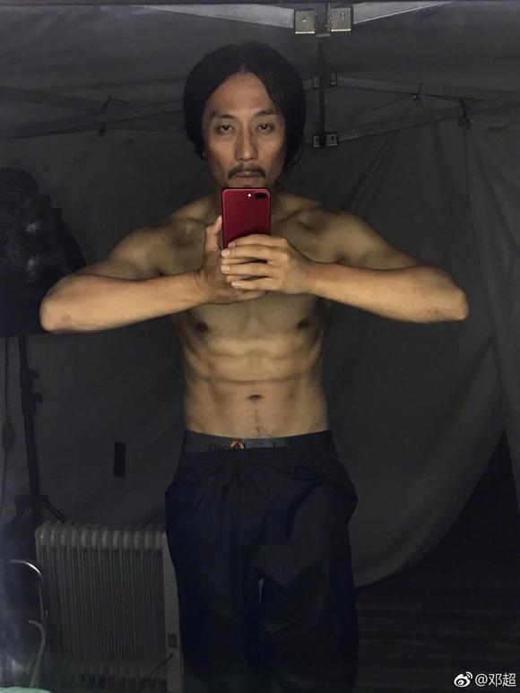 Đặng Siêu chia sẻ hình ảnh thân hình thiếu sức sống. Ảnh: Weibo