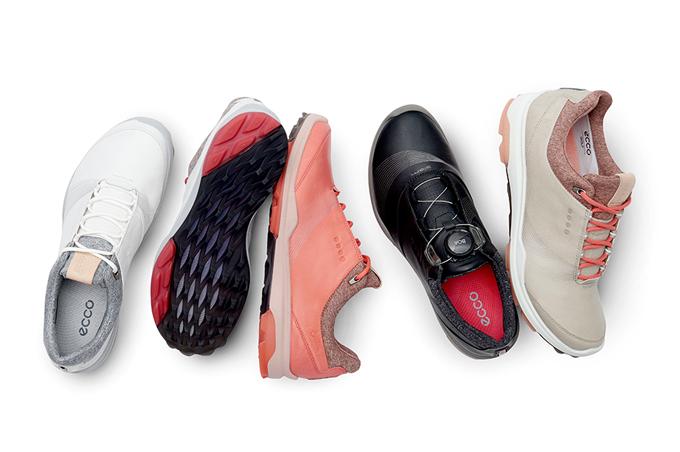 Giày chơi golf cho nữ ECCO Golf Biom Hybrid 3 GTX: ECCO phát triển công nghệ cấu trúc giày và bộ đệm BIOM tuân theo giải phẫu học của đôi bàn chân nào khi vận động, di chuyển.Ecco Biom Hybrid 3kết hợpgiữa chất da Yak (da bò Tây Tạng) nổi tiếng, với công nghệ Gore-tex chống nước đảm bảo độbền bỉ, mềm mại và thoáng khí.Điểm cộng của đôi giày còn nằm ởhệ thống khóa BOA làm từ sợi thép carbon, tự động đóng mở dễ dàngđể các golfer có thể điều chỉnh theo kích thước mong muốn mà không tốn thời gian.