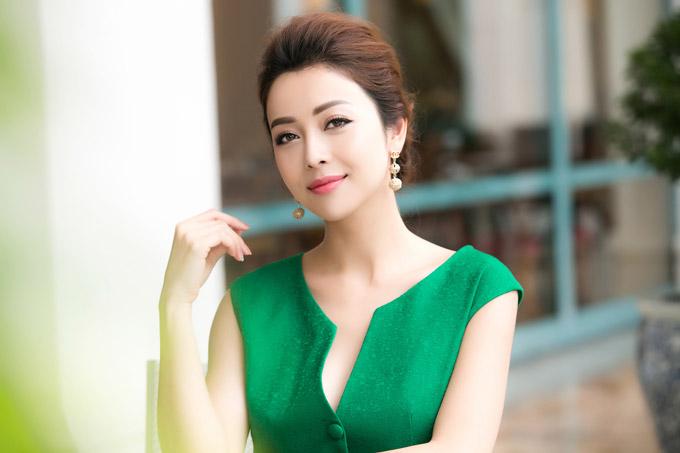 Người đẹp khoe rằng, Bảo Nam hòa nhập nhanh với môi trường học tập ở Hà Nội, đồng thời rất vui bởi hàng ngày ở bên mẹ, cha dượng và vui đùa với hai em.