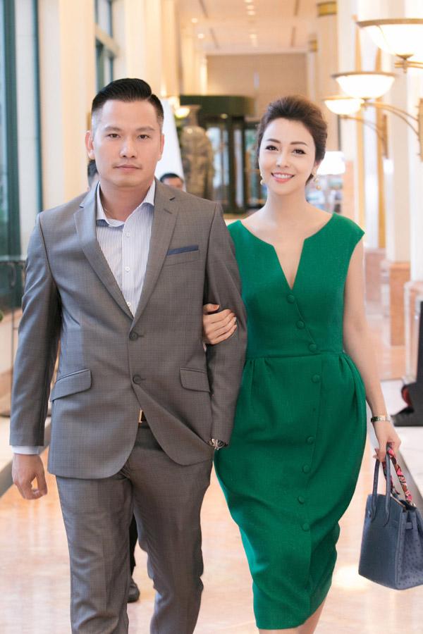 Vì bận rộn với công việc kinh doanh nhân ông xã hiếm khi xuất hiện cùng Jennifer Phạm tại các sự kiện showbiz. Tuy nhiên anh luôn ở phía sau ủng hộ vợ bằng cách chăm sóc các con để côyên tâm làm việc.