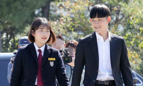 Hai con Choi Jin Sil trưởng thành sau 10 năm mẹ mất