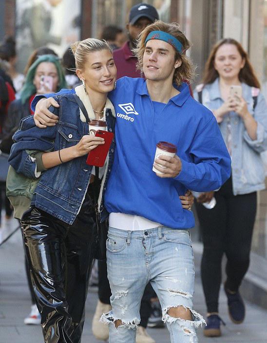Justin Bieber và Hailey Baldwin.