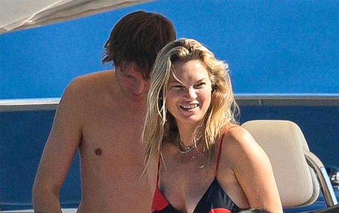 Nikolai von Bismarck là nhiếp ảnh gia người Đức, đã hẹn hò với Kate Moss từ năm 2015.
