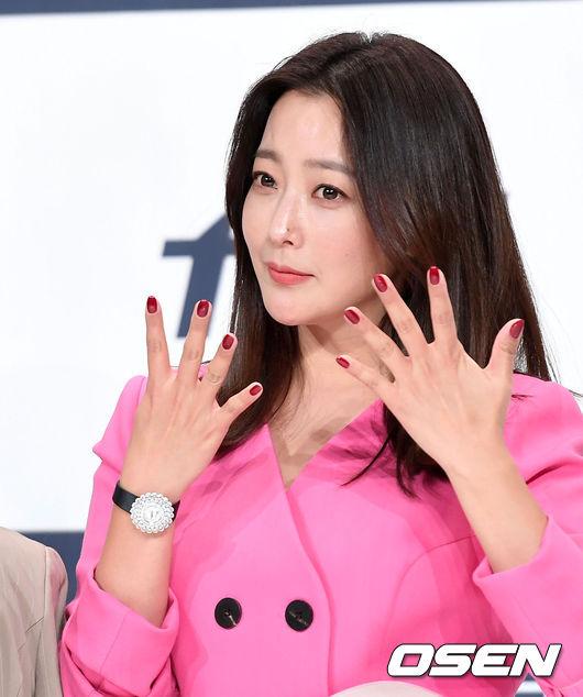 Kim Hee Sun sánh đôi người tình màn ảnh kém 10 tuổi - 2