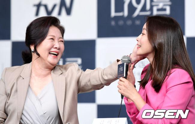 Kim Hee Sun sánh đôi người tình màn ảnh kém 10 tuổi - 6