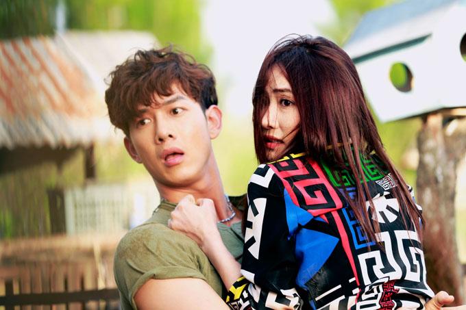 Song Luân và Ngân Khánh trong một cảnh quay