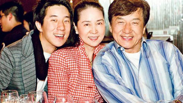 Thành Long cùng vợ Phụng Kiều và con trai Tổ Danh.
