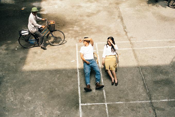 Uyên ương Hà Nội rủ nhau chụp ảnh cưới ở khu chung cư cũ