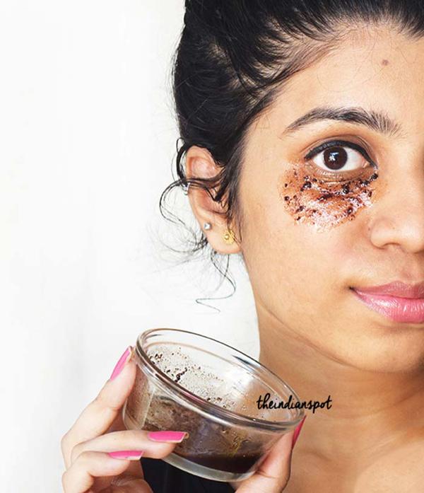 Hỗn hợp bã cà phê và dầu dừa giúp làm mờ quầng thâm và giảm bọng mắt hiệu quả.