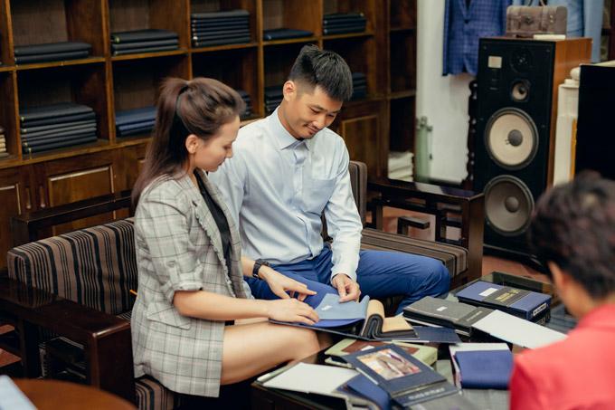 Trước sự chăm chút kỹ lưỡng của vợ, chồng Bảo Thanh rất vui vẻ.