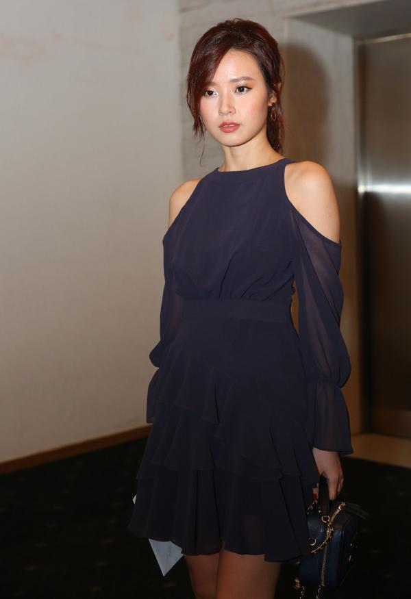 Diễn viên Midu dịu dàng, nữ tính với váy bèo nhún khoét vai.