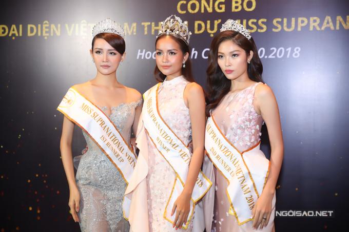 Trong buổi họp báo, top 3 Hoa hậu Siêu quốc gia Việt Nam 2018 gồm Á hậu 1 Mỹ Nhân (trái) - Hoa hậu Ngọc Châu (giữa) - Á hậu 2 Bella Hoàng Vũ (phải) cùng hội ngộ. Ngọc Châu sẽ đại diện Việt Nam tham gia Hoa hậu Siêu quốc gia 2019 và có một năm chuẩn bĩ kỹ lưỡng về mọi mặt.