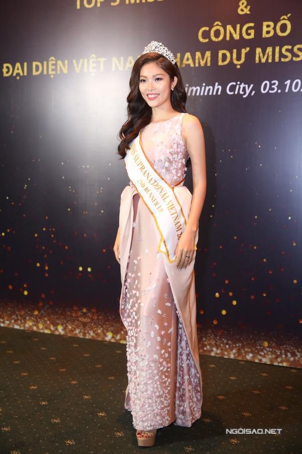 Sau đăng quang Á hậu 2, Bella Hoàng Vũ trở lại với công việc người mẫu, liên tiếp xuất hiện trên nhữngsàn diễn lớn nhỏ.