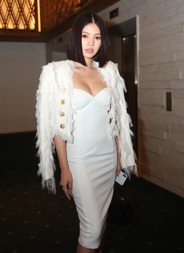 Hoa hậu Thế giới người Việt tại Australia 2015 Jolie Nguyễn khoe ngực đầy sexy.