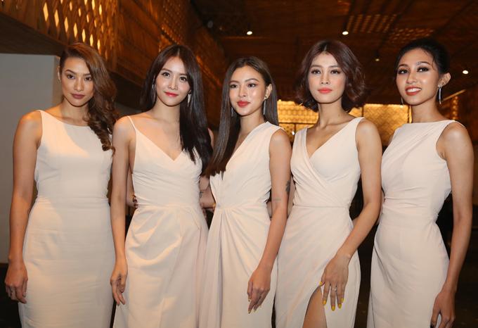 Từ trái qua: dàn mẫu The Face gồm Lilly Nguyễn, Trương Mỹ Nhân, Tú Hảo, Mỹ Duyên và Thu Hiền mặc ton-sur-ton.