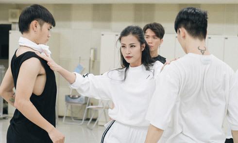 Đông Nhi tập luyện trước giờ biểu diễn tại Japan Music Festival 2018