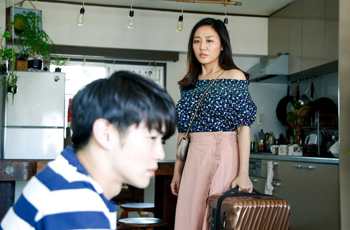 Người tình của Văn Mai Hương trong MV là một diễn viên điển trai người Nhật. Cả hai lần đầu hợp tác nhưng đã rất ăn ý trong những cảnh quay tình tứ hay cãi vã.