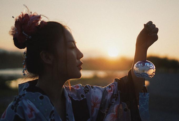 Toàn bộ trang phục và khâu make-up của Văn Mai Hương cũng do ê kíp người Nhật chuẩn bị.