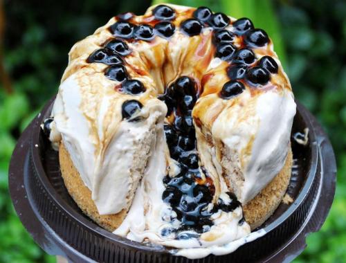 Ổ bánh có giá khoảng 150.000 đồng, tùy kích cỡ và nơi bán.