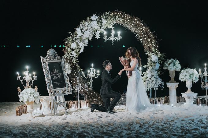 Nam ca sĩ quỳ gối nói lời cầu hôn với giải bạc Siêu mẫu Việt Nam 2008. Cặp đôi đã về chung nhà từ lâu và sinh được một cậu con trai nhưng đến nay họ vẫn chưa tổ chức hôn lễ.