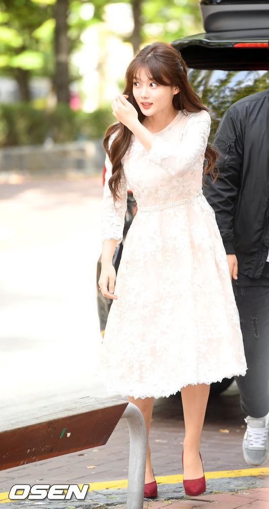 Vóc dáng Kim Yoo Jung mảnh mai, nhờ vậytrông cô cũng cao ráo hơn trước.