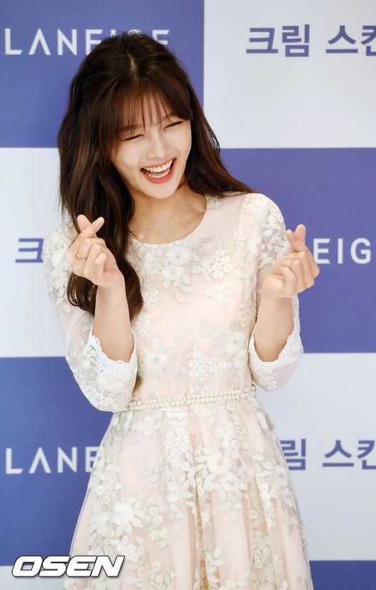 Thời gian này, Kim Yoo Jung đang tham gia bộ phim Clean With Passion For Now,