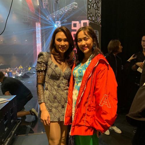 Diệu Nhi khoe ảnh chụp cùng ca sĩ Mỹ Tâm: Như vậy là chuyến lưu diễn Mỹ lần đầu tiên đã thành công tốt đẹp. Diễn chung show với thần tượng từ nhỏ lại càng hạnh phúc hơn nữa.