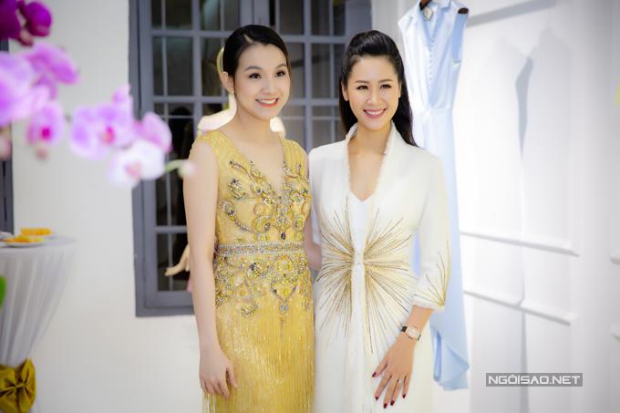 Trong sự kiện, Thuỳ Lâm vui vẻ hội ngộ với Hoa hậu Dương Thuỳ Linh. Cả hai đều có cuộc sống khá viên mãn với tổ ấm hạnh phúc.