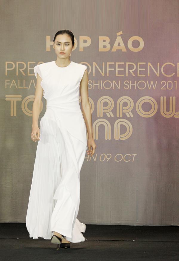 Trang phục đen trắng mang hơi thở Anh quốc trên sàn diễn Việt - ảnh 3