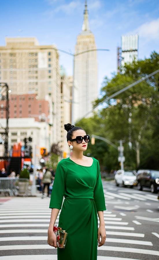 Kha Mỹ Vân gợi ý mặc đẹp cùng tông xanh lá bắt mắt - ảnh 3