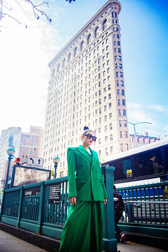 Kha Mỹ Vân gợi ý mặc đẹp cùng tông xanh lá bắt mắt - ảnh 4