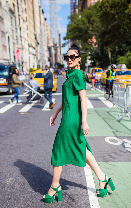 Kha Mỹ Vân gợi ý mặc đẹp cùng tông xanh lá bắt mắt - ảnh 6