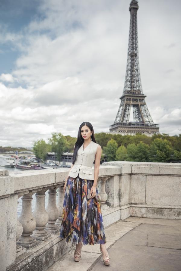 Nhân chuyến công tác tại Paris vào đầu tháng 10 vừa qua, Hoa hậu Trần Tiểu Vy dành thời gian khám phá thủ đô của nước Pháp. Đây là lần đầu tiên người đẹp 18 tuổi được đi du lịchkết hợp công việc.