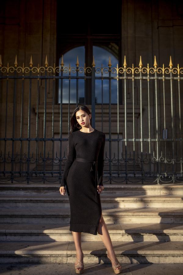 Hoa hậu Trần Tiểu Vy dạo chơi Paris - 7