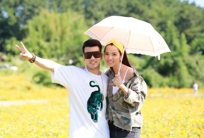 Vợ chồng Ưng Hoàng Phúc - Kim Cương vừa có chuyến đi Hàn Quốc. Sau khi về chung nhà, Kim Cương gần như giải nghệ người mẫu để trở thành quản lý cho ông xã.