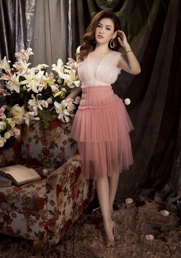 Diễm Trần hiện độc thân. Cô cho biết bản thân chưa vội vàng tìm kiếm tình yêu hay hôn nhân vì vẫn cảm thấy hạnh phúc khi sống một mình.