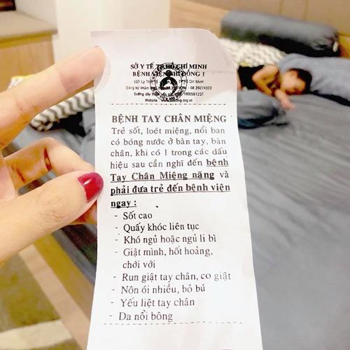 Con trai Lý Hải - Minh Hà bỏ ăn 10 ngày vì mắc bệnh tay chân miệng - ảnh 1