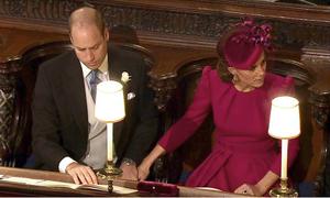 Kate hiếm hoi thể hiện tình cảm với chồng tại đám cưới Công chúa Eugenie