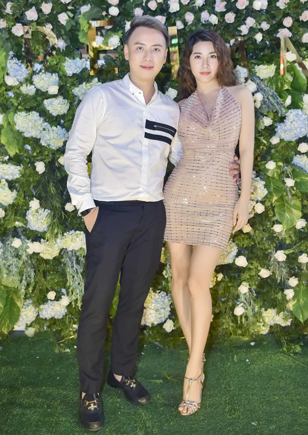 Diễn viên Yan My cũng tới chung vui cùng anh trong ngày sinh nhật kết hợp khai trương showroom tại TP HCM.