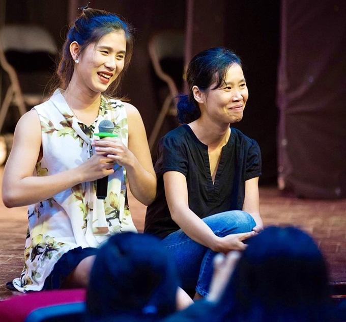 Nhân vật chính Ánh Phong (trái) cùng đạo diễn Trần Phương Thảo trong sự kiện chiếu phim và giao lưu với khán giả TP.HCM